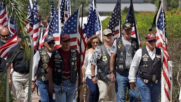 Florida Veteran Dies Alone 2,000+ Show Up to Support at His Funeral